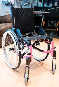 photo dun fauteuil roulant pour enfant en location